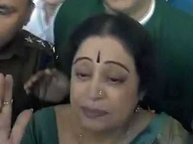 Video : Shown black flags in Chandigarh, Kirron Kher says she is not an 'outsider'