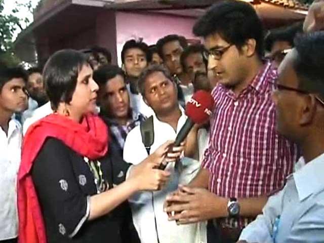Video : <i>Chai Stop</i>: one neta, two seats