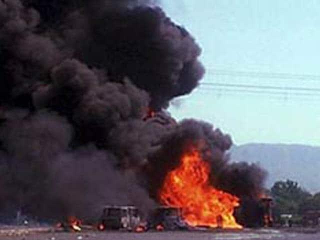 Video : 7 dead as tanker explodes on Mumbai-Ahmedabad highway