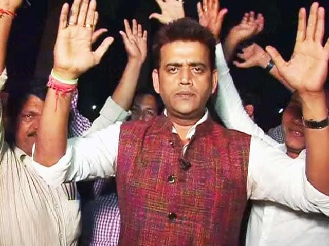 Videos : वोटरों को लुभाने जौनपुर पहुंचे रवि किशन