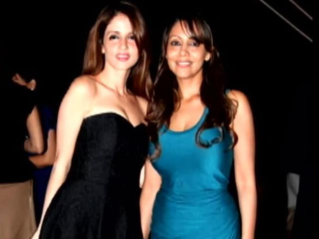 Video : Spotted: Gauri Khan and Sussanne Roshan in Dubai
