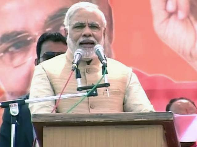 "Video : 3 ""AKs"" helping Pak, says Narendra Modi targeting Kejriwal"