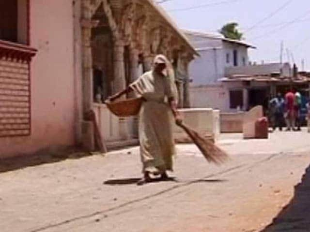 Video : Supreme Court orders abolition of manual scavenging