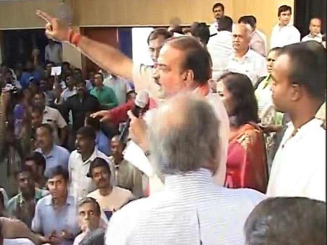 Video : Ananth Kumar-Nandan Nilekani debate abandoned after chaos