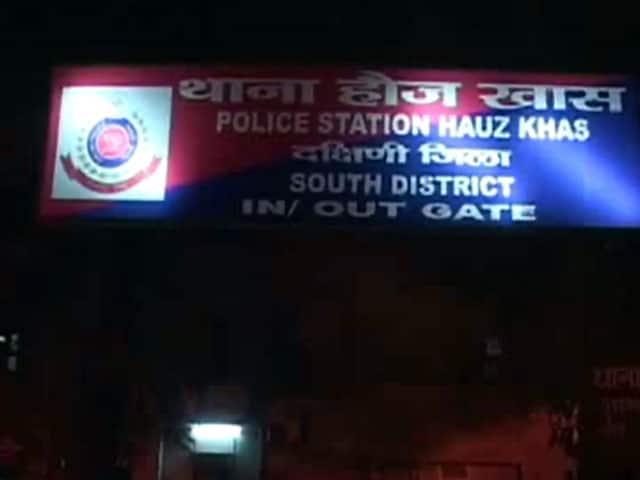 Video : दिल्ली में महिला के साथ गैंगरेप, दो लड़कियों से छेड़छाड़
