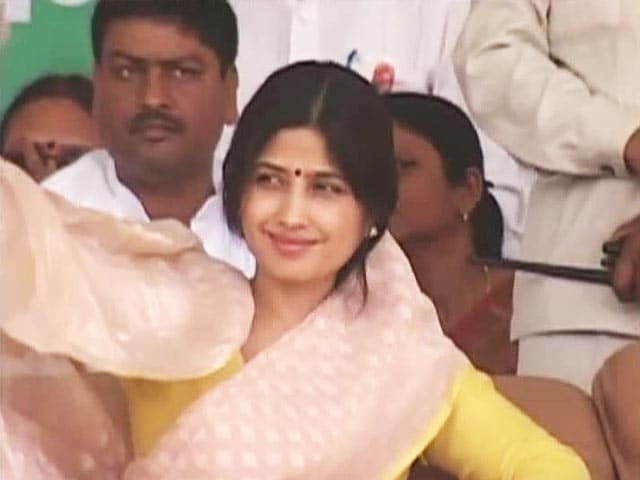 Video : Vote for me, make Mulayam PM, says Dimple Yadav