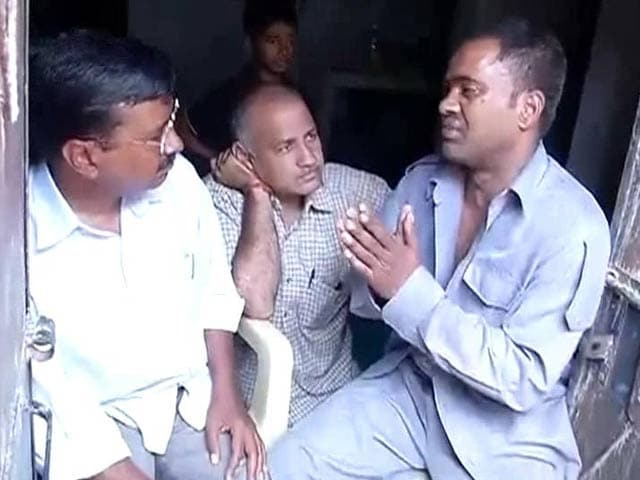Video : Arvind Kejriwal meets auto-driver who slapped him, gets an apology