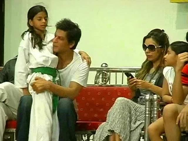 Video : SRK, the perfect father