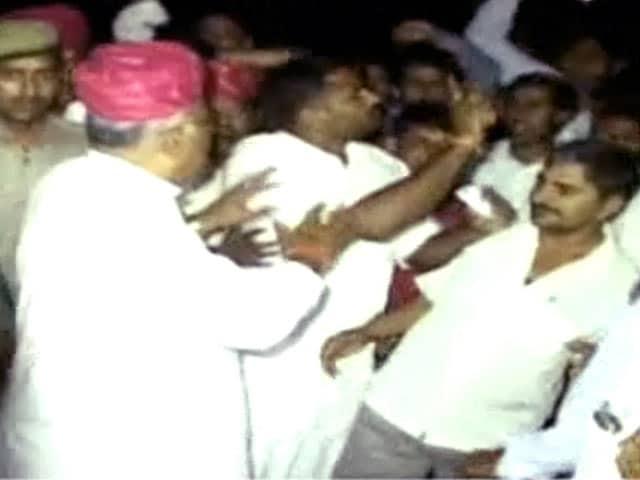 Videos : बाड़मेर में बीजेपी उम्मीदवार के काफिले पर हमला