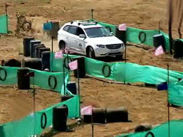 Video : The contestants navigate through the modern day Chakravyuh
