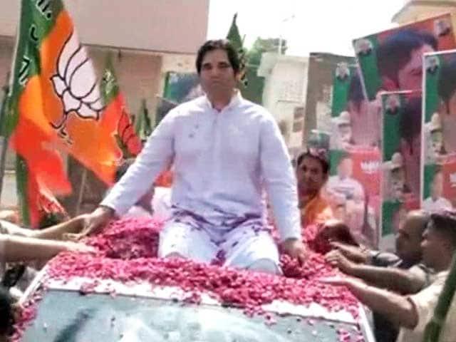 Videos : सुल्तानपुर में वरुण गांधी का रोड शो