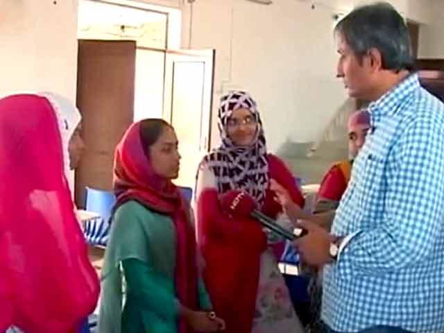 Videos : प्राइम टाइम : सियासी बहस और मुस्लिम लड़कियां