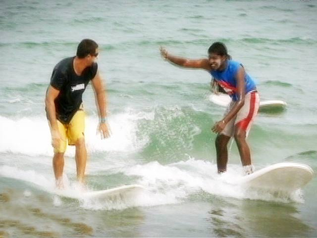 Video : Join Follow The Star as we go surfing