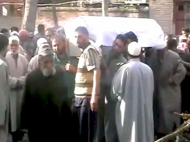 Videos : जम्मू-कश्मीर के ट्राल में सरपंच और उसके बेटे की हत्या