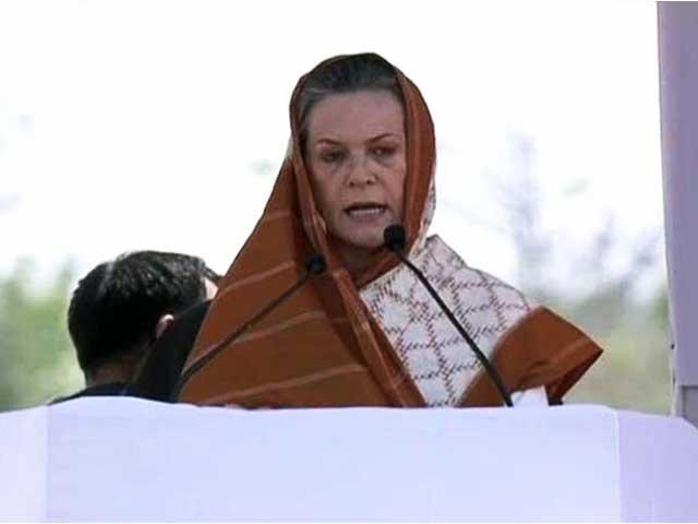 Video : Sonia Gandhi takes on Narendra Modi on his turf