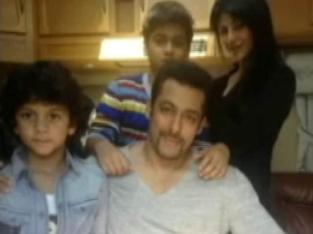 Video : Salman Khan too fit to vote