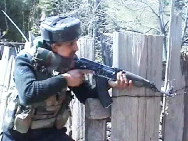 Video : Shopian encounter: Firing resumes, one militant still hiding