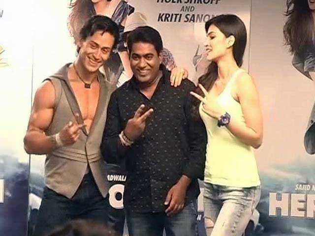 Video : Tiger attempts some '<i>Heropanti</i>' with the ladies