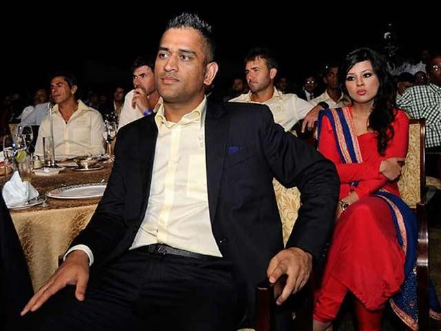 Video : रांची में आईपीएल मैच से पहले धोनी ने अपनी टीम को दी दावत