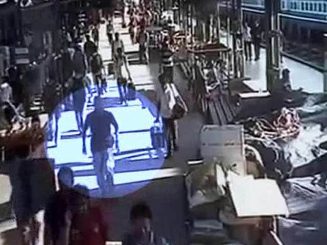 Video : Chennai Bomb Blasts: CCTV Footage of Possible Suspect Released