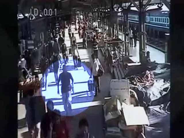 Videos : सीसीटीवी फुटेज में दिखा चेन्नई विस्फोट का संदिग्ध