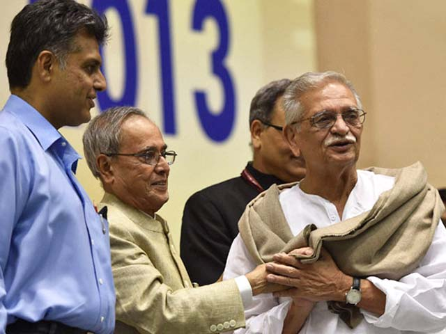 Video : Gulzar Collects the Dadasaheb Phalke Award at 61st National Awards Ceremony