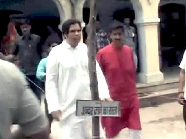 Video : सुल्तानपुर में बूथ-बूथ घूमे वरुण गांधी