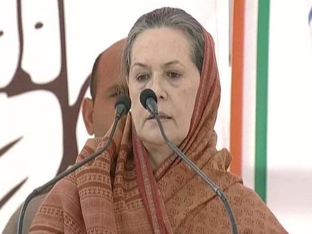 "Video : Sonia Gandhi Repeats ""Neech Rajniti"" Jibe at Narendra Modi"