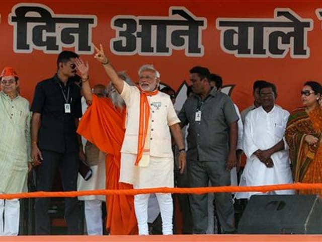 Video : Modi accuses Election Commission of scuttling his Varanasi rally, takes a road trip