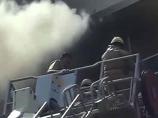 Videos : नई दिल्ली स्थित शास्त्री भवन में आग लगी