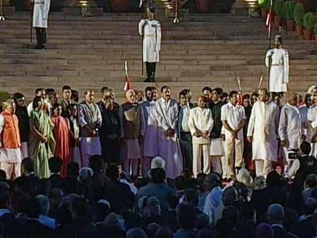 Videos : नरेंद्र मोदी और उनके मंत्रिमंडल ने ली शपथ