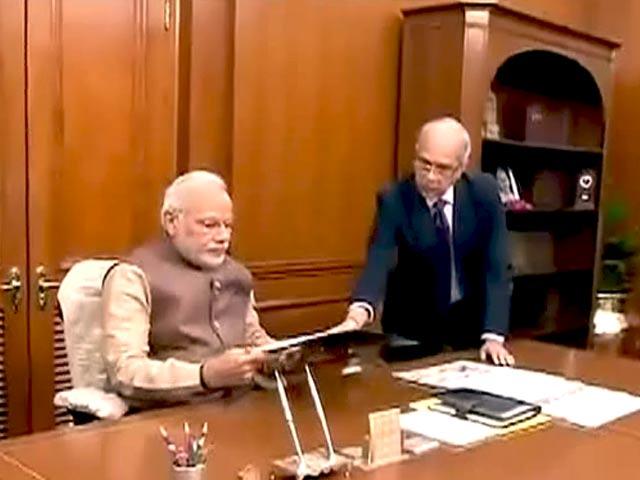 Videos : नरेंद्र मोदी ने संभाला पीएमओ में कामकाज