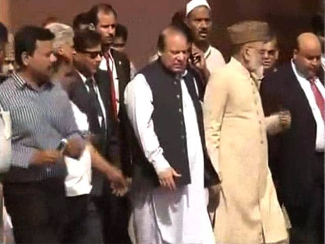 Video : Pakistan PM Nawaz Sharif visits Jama Masjid in Delhi