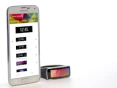 Samsung Gear Fit: A Fitness Tracker With a Display You'll Flaunt