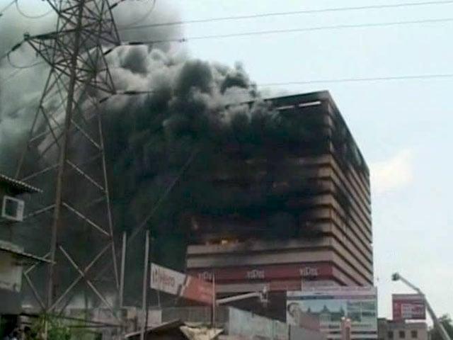 Video : सूरत में 17-मंजिला कपड़ा गोदाम में भीषण आग