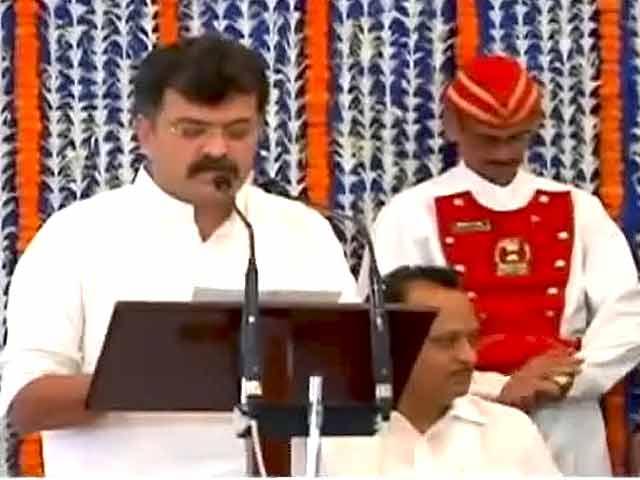 Video : एनसीपी ने बगावती मंत्री की छुट्टी की