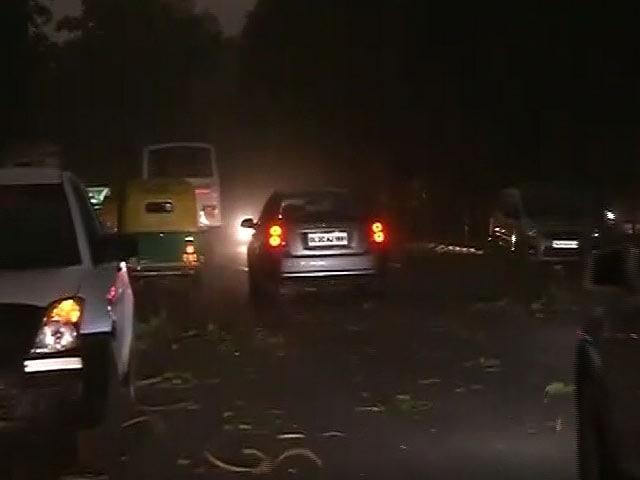 Video : दिल्ली में चली धूल भरी आंधी, दिन में ही छाया अंधेरा
