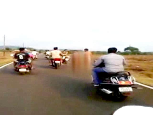 Video : गोवा में भीड़ ने दो कथित चोरों को नग्न करके दौड़ा-दौड़ा कर पीटा
