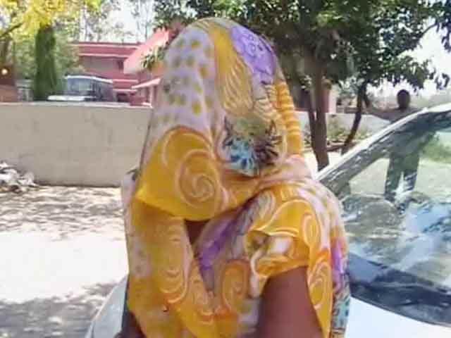 Videos : ग्रेटर नोएडा : घरवालों को बंधक बनाकर महिला के साथ गैंगरेप