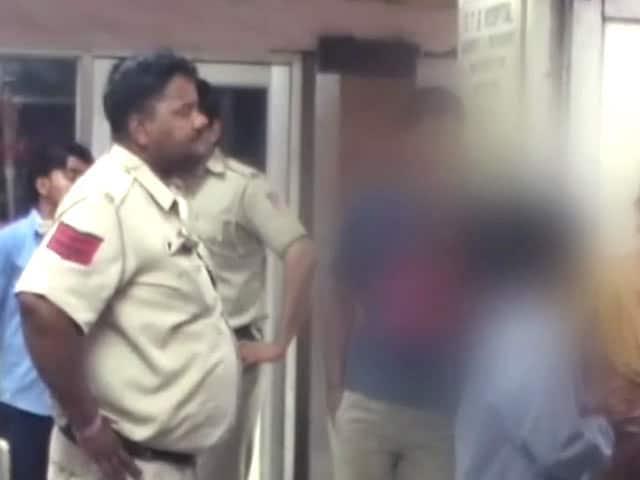 Videos : दिल्ली में झारखंड की दो लड़कियों से कथित रेप