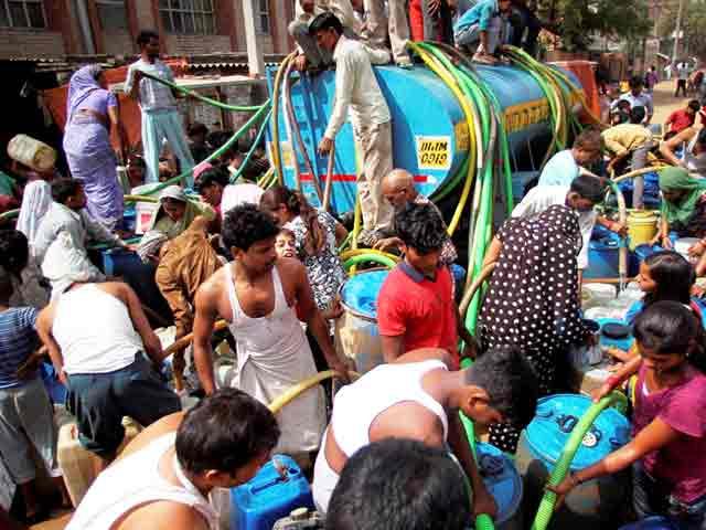 Video : दिल्ली में पानी माफिया की मनमानी
