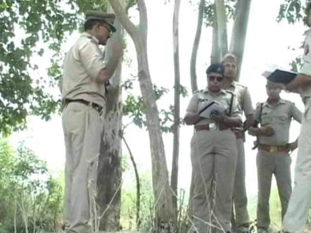 Video : Woman Found Hanging from Tree in Uttar Pradesh, Family Alleges Gang-Rape