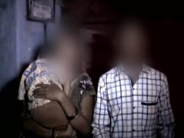 Videos : यूपी के थाने में महिला से कथित रेप