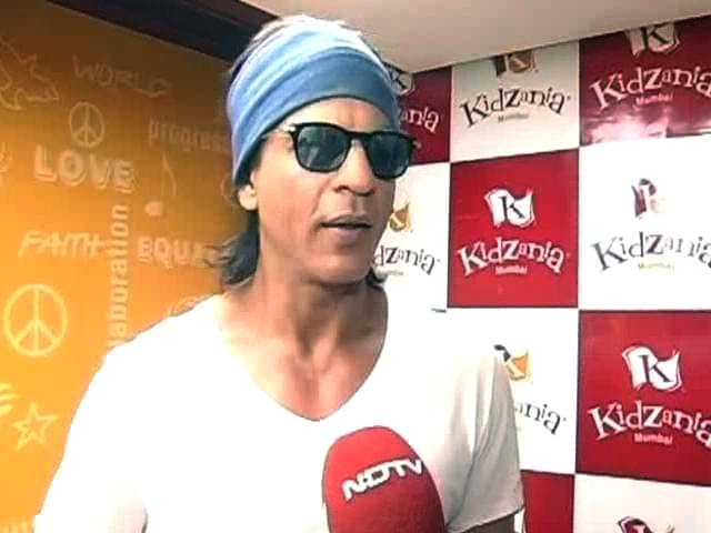 Video : Shah Rukh Khan's Fighting Fit for <i>Happy New Year</i>