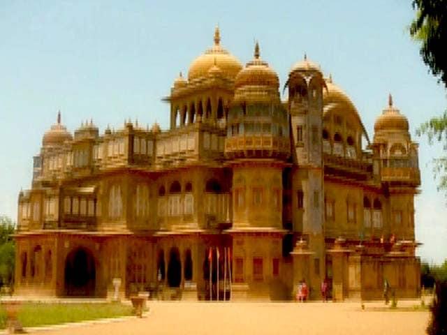 Video : Follow The Star Visits Vijaya Vilas Palace