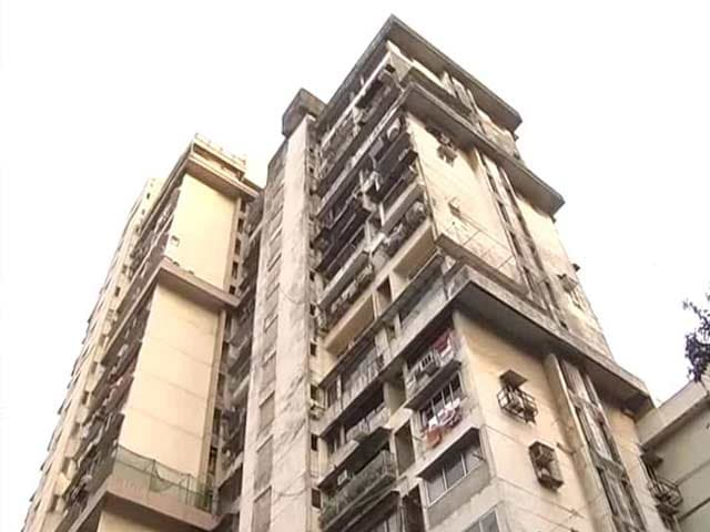Video : As Mumbai's Campa Cola Residents Fight Eviction, Civic Teams Beat Retreat