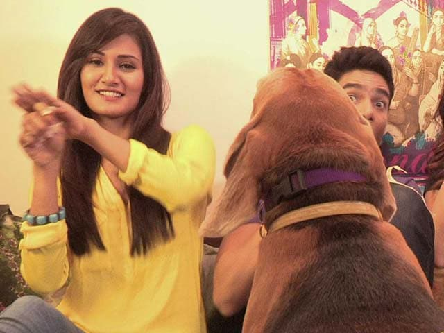 Video : Heavy Petting All Stars: Mukti, Neeti Mohan and the Star Pet Frodo