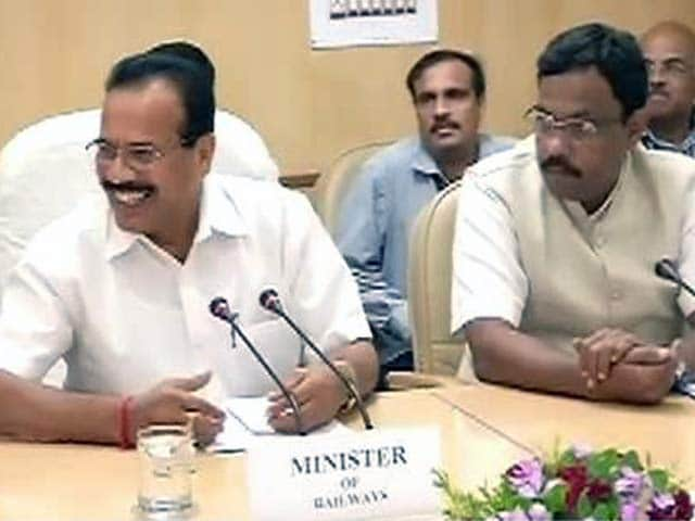 Video : 'Roll Back Rail Fare Hike', Say BJP, Sena MPs From Poll-bound Maharashtra