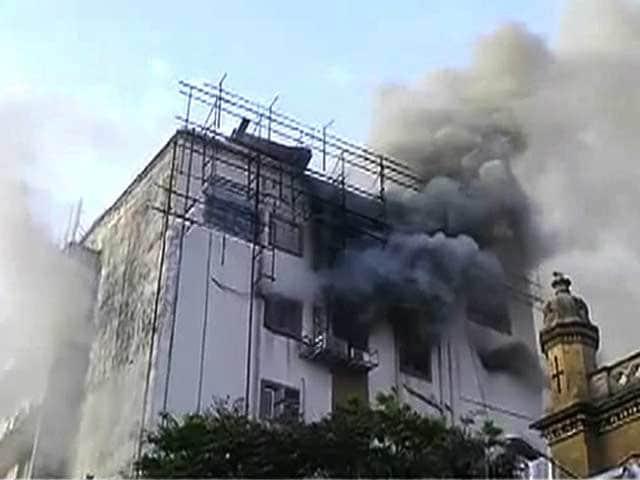 Videos : मुंबई के सीएसटी रेलवे स्टेशन पर लगी आग