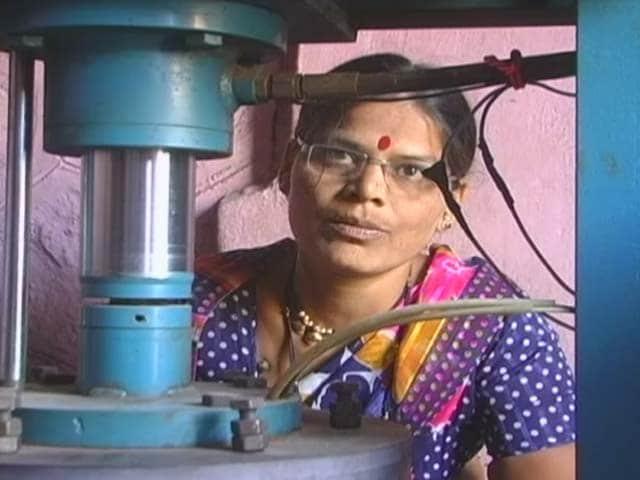 Video : Real Women, Incredible Lives: Struggling Entrepreneur to National Award Winner